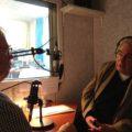 Govert Jan Bach en Joop van Zijl in de spreekcel van de Concertzender-studio