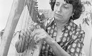 marijke-ferguson-op-harp-jong